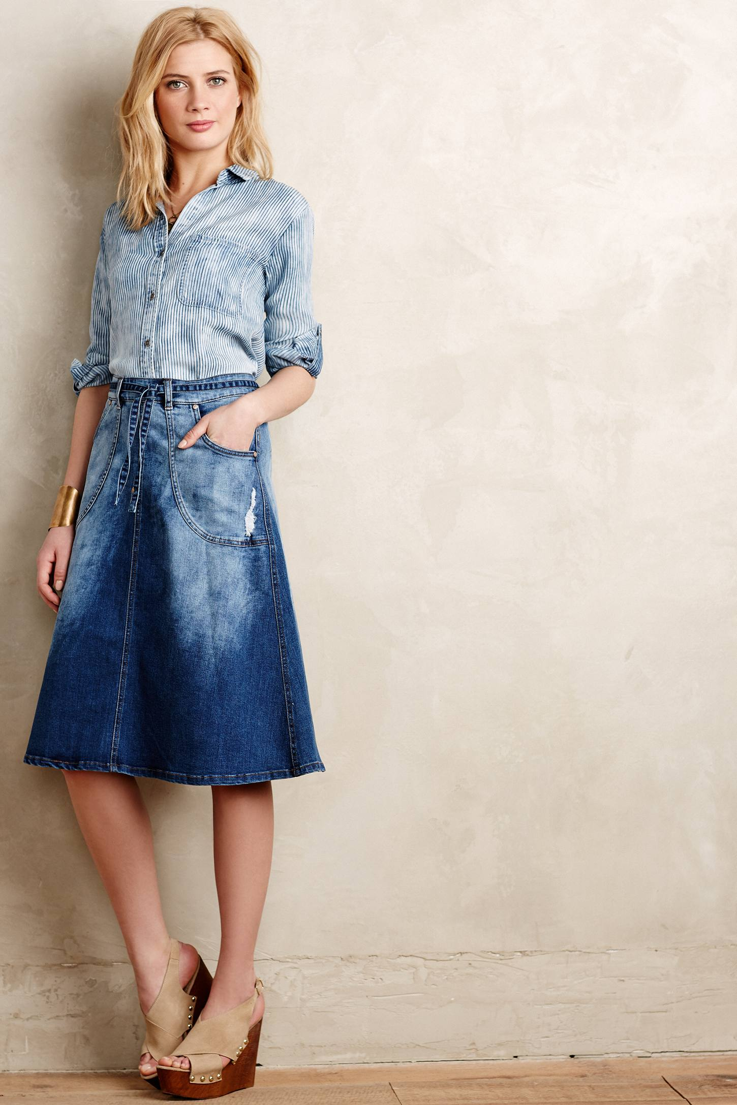 38a9ecb2e3 What To Wear With Midi Denim Skirt