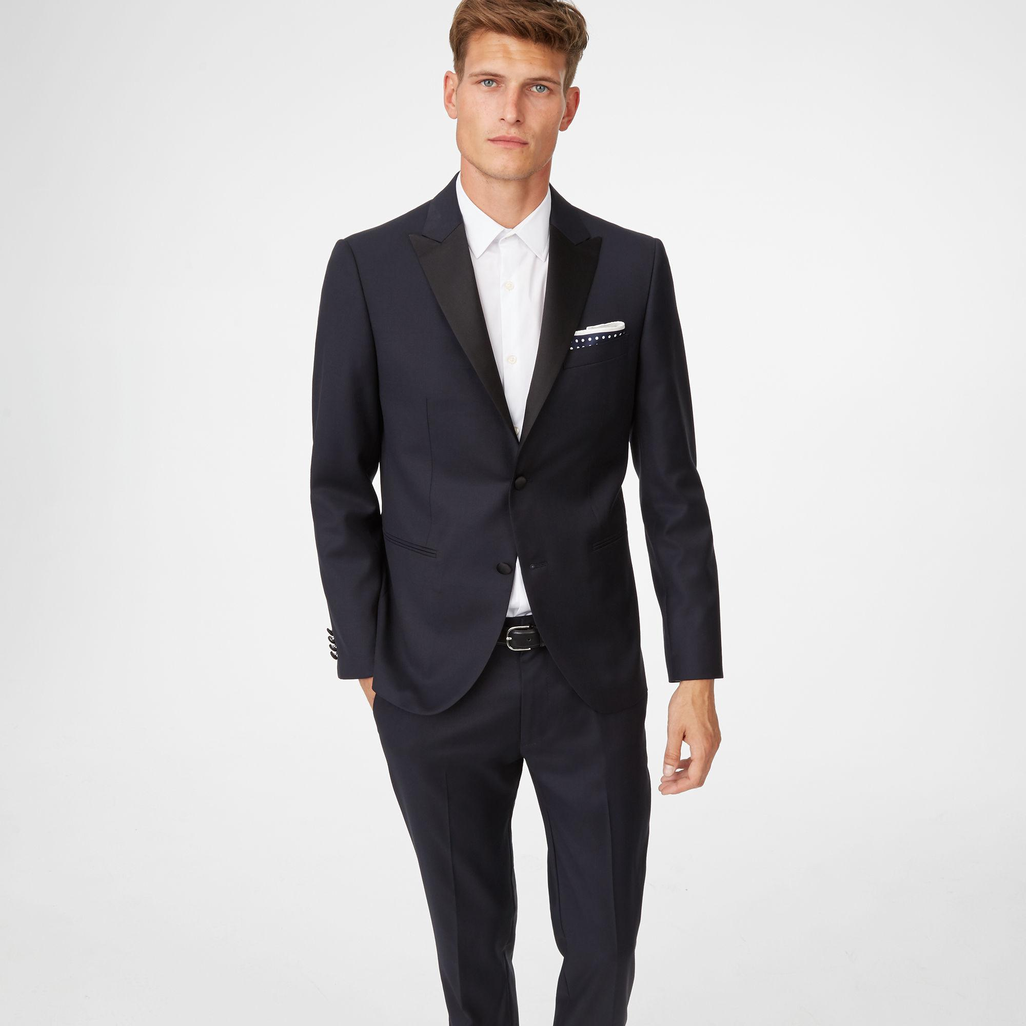 Men's Tuxedos For any well-dressed man, a party is a great time to impress. Whether you are picking up your date for a wedding or impressing potential clients at dinner, it's important to look the part.