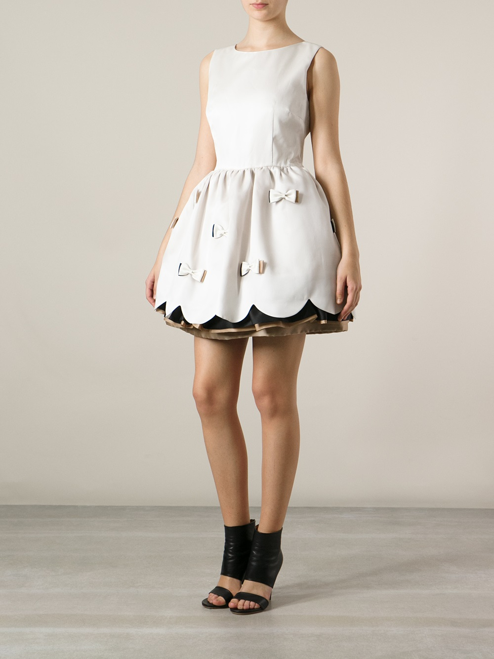 Red Valentino Spring 2016: Red Valentino Bow Detail Dress In White