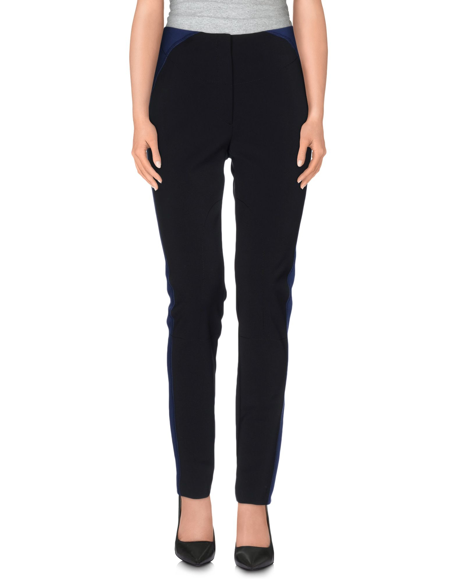 Black jeans seem to get overlooked for the traditional blue denim, yet they are so much more versatile and easy to wear. Black is clean, smart and simple to style. When looking at what to wear with black jeans, men can go from the pub to the clubs, and then out to lunch the next day.