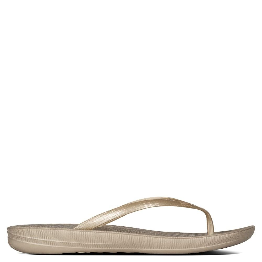 db154cdf59c Lyst - Fitflop Iqushion Gold Toe Post Flip Flop in Metallic