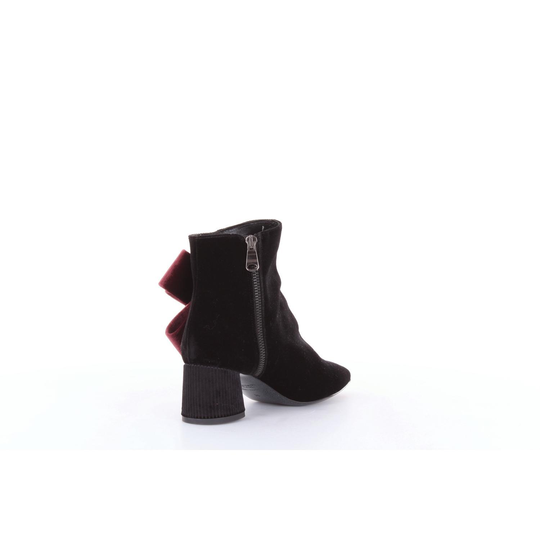 Tipos y tacones - bota de tobillo Tipe E Tacchi de color Negro