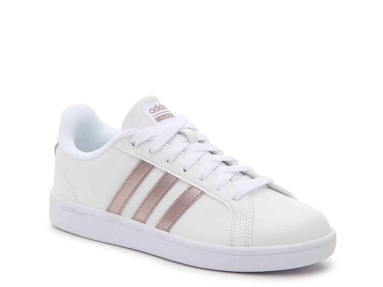 lyst scarpe adidas vantaggio in bianco.