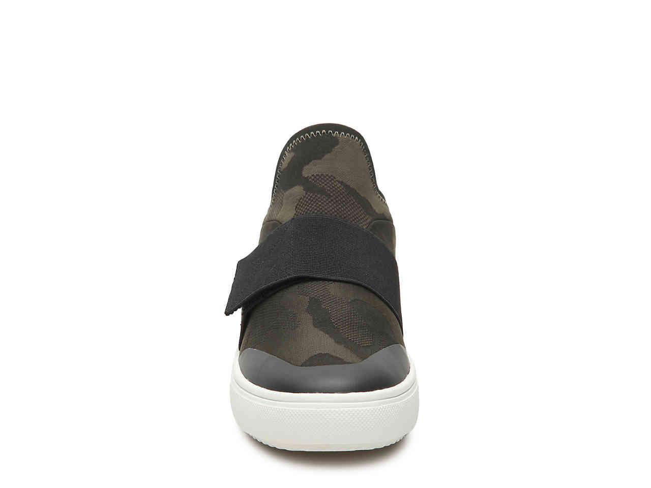 Steve Madden Hanny Sneaker in Dark