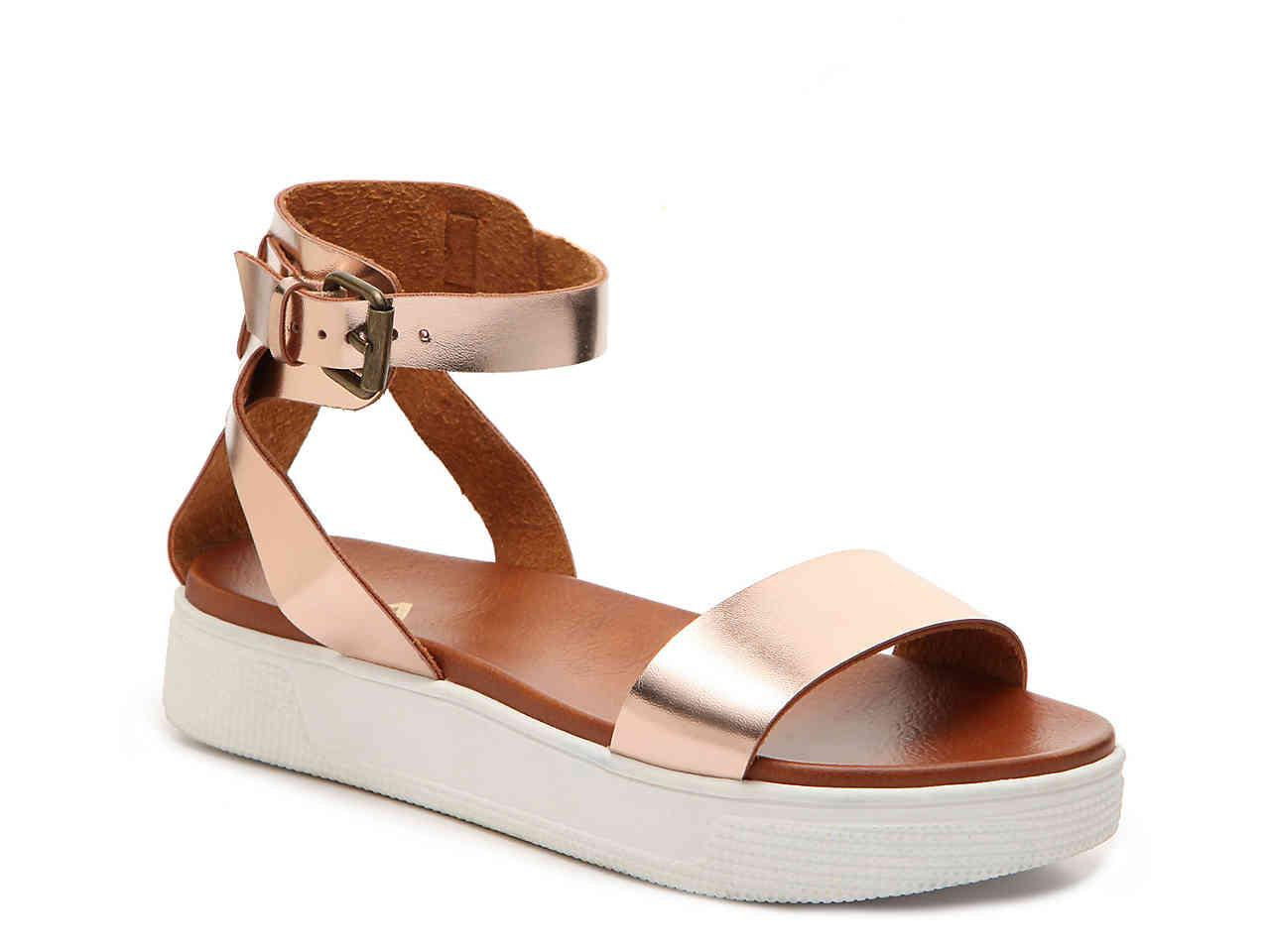 Mia Ellen Platform Sandal In Metallic Lyst