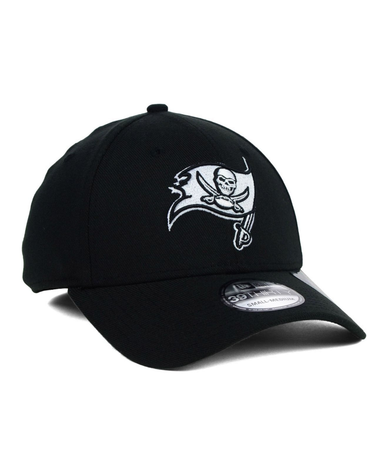 competitive price bb90c 8f638 Lyst - KTZ Tampa Bay Buccaneers Black And White Classic 39Thirty Cap ...