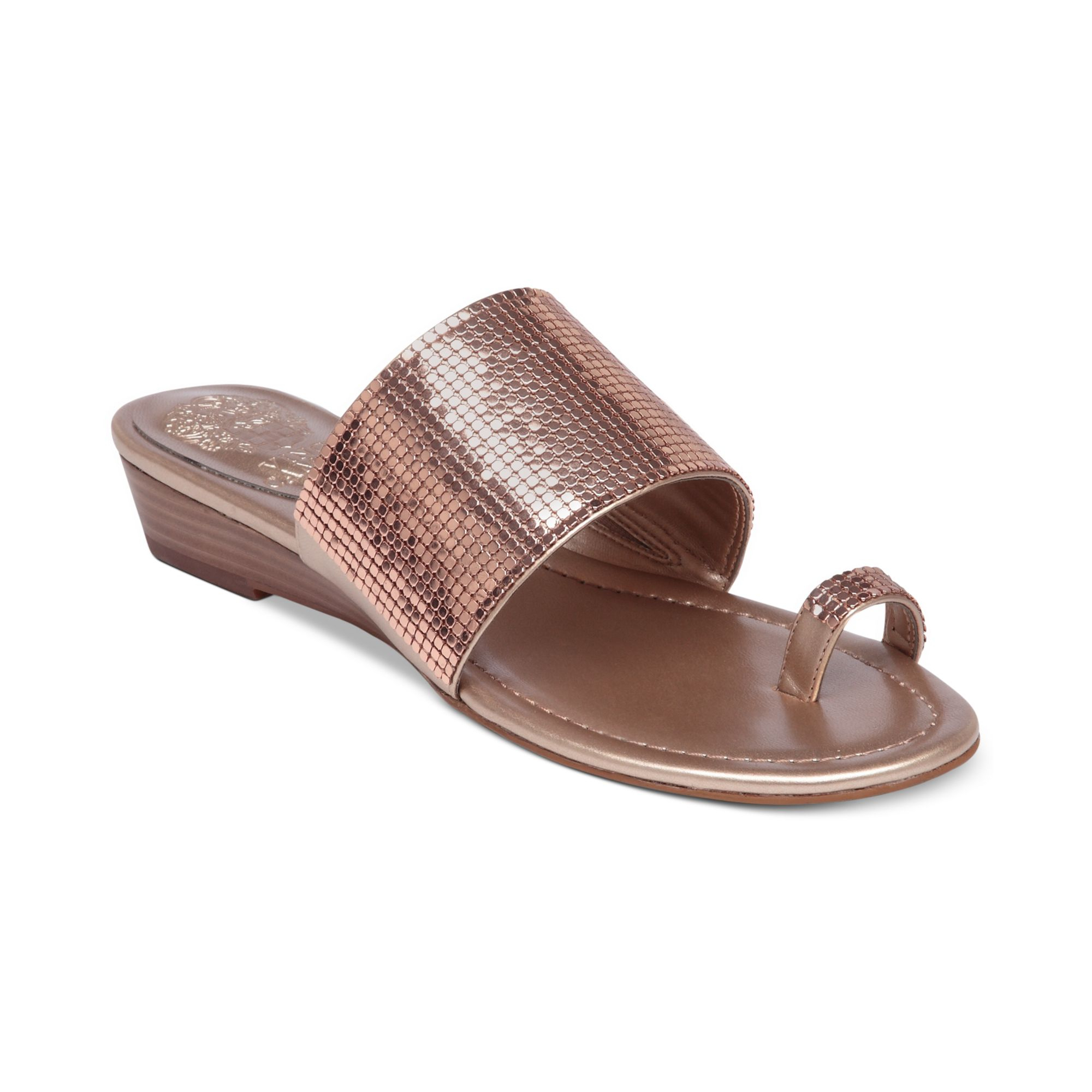Lyst Vince Camuto Itella Flat Toe Thong Sandals In Metallic