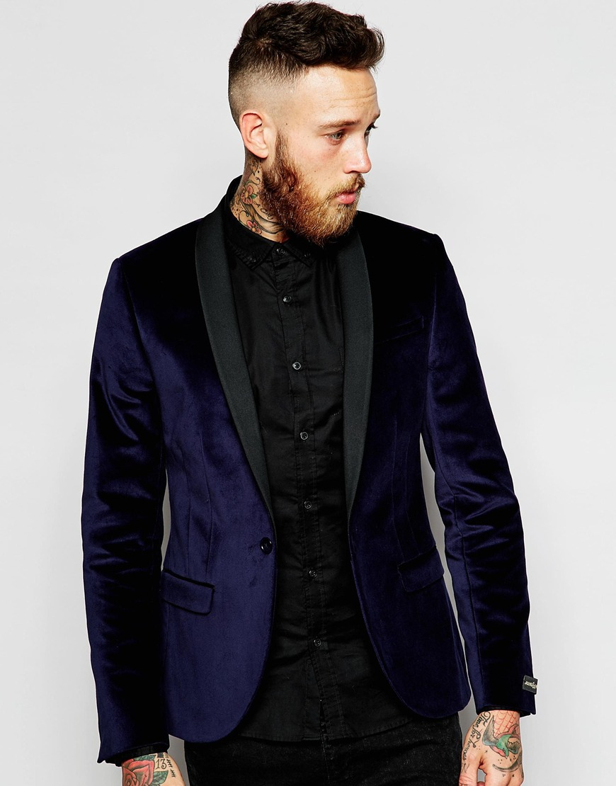Some of the most attractive and opted color options in velvet blazers for men include the dark red velvet blazer, blue velvet blazer mens, burgundy velvet blazer mens, royal blue velvet blazer, men's navy velvet blazer, and navy blue velvet blazer mens. Apart from blazers, men also prefer to wear velvet suit jackets.