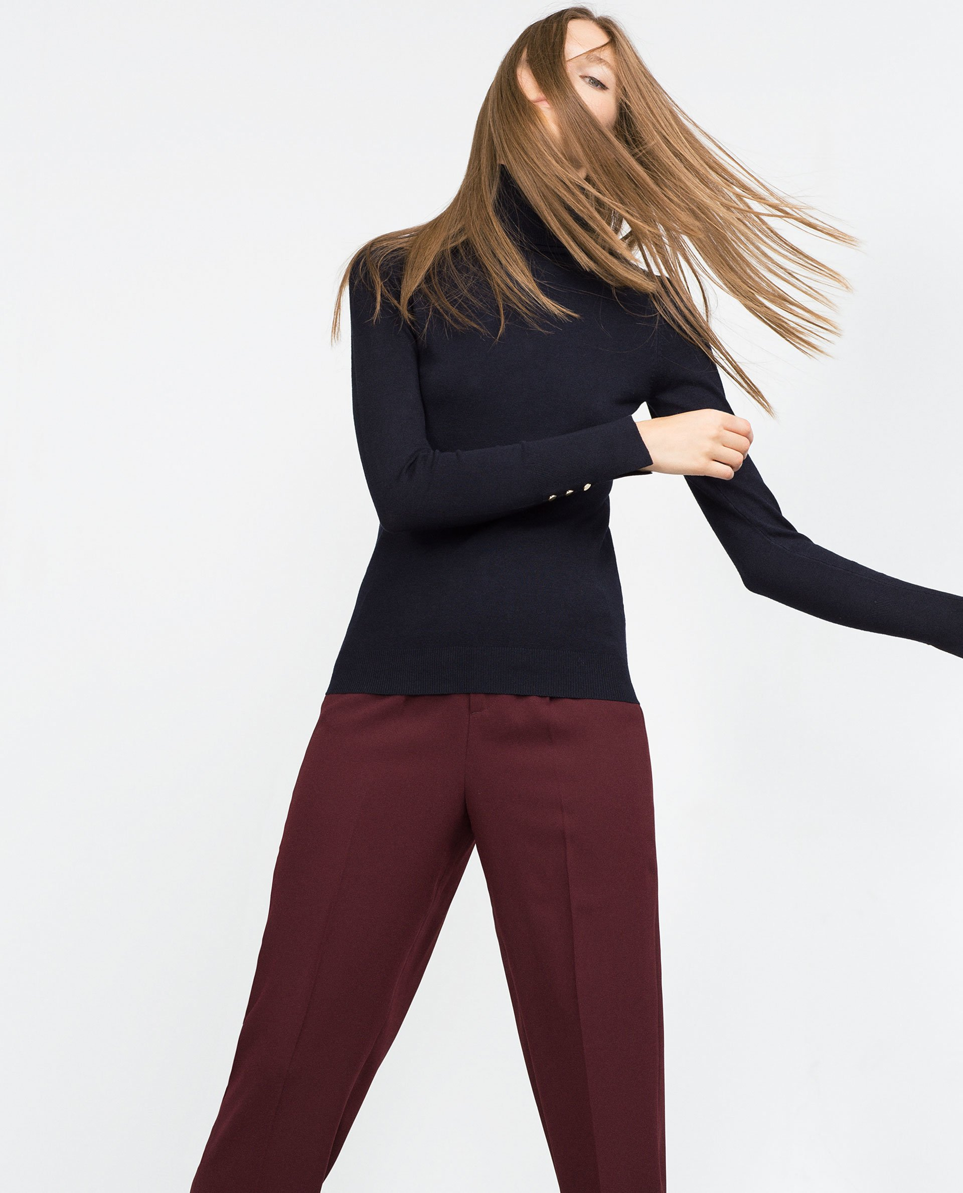 Banana Republic Women's Navy Blue cashmere polo neck jumper, size medium. This is a very soft jumper. This is a shorter fitting jumper, with a larger ribbed hem.