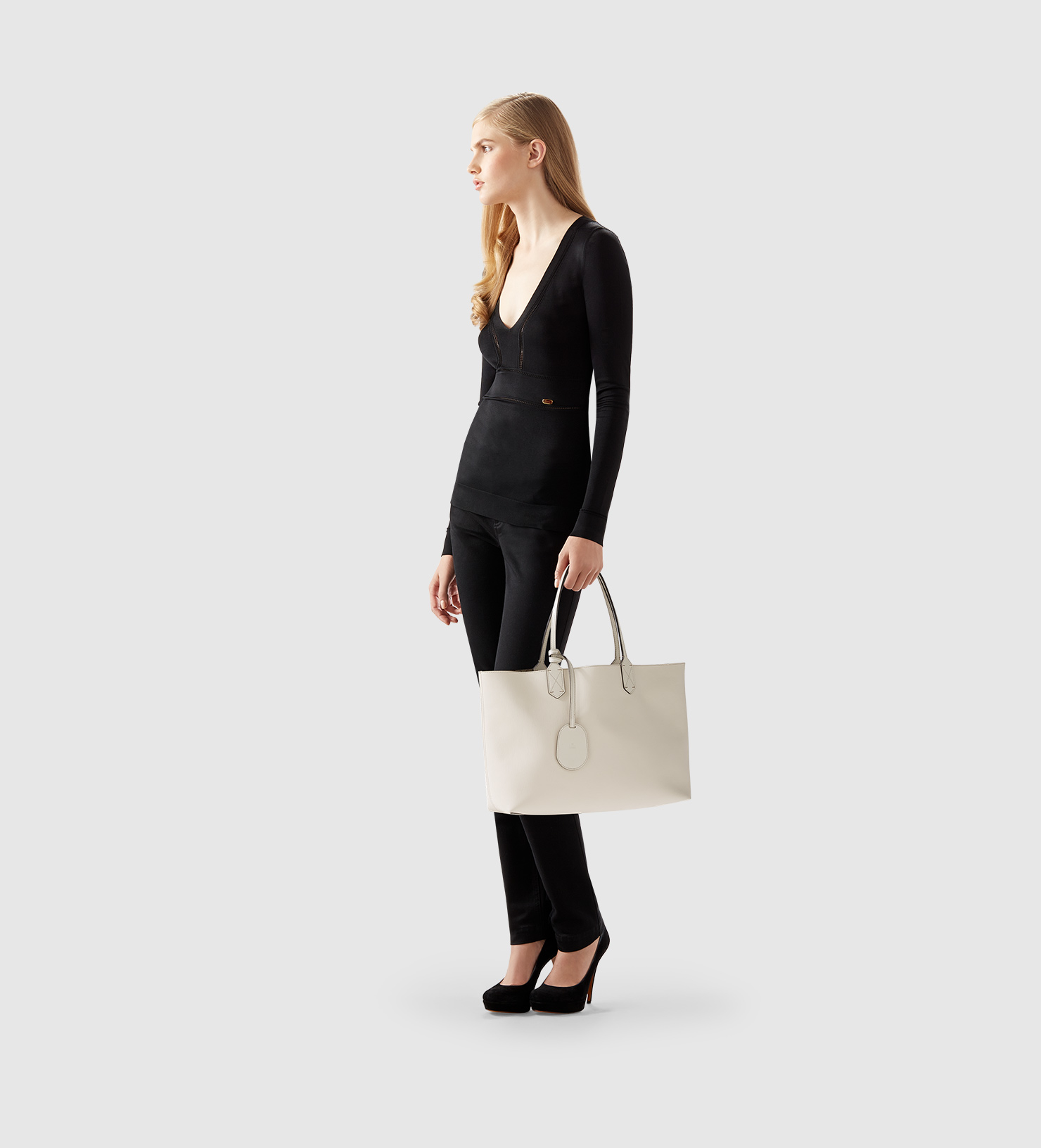 58f116cd07a627 Gucci Reversible Gg Leather Tote in Natural - Lyst