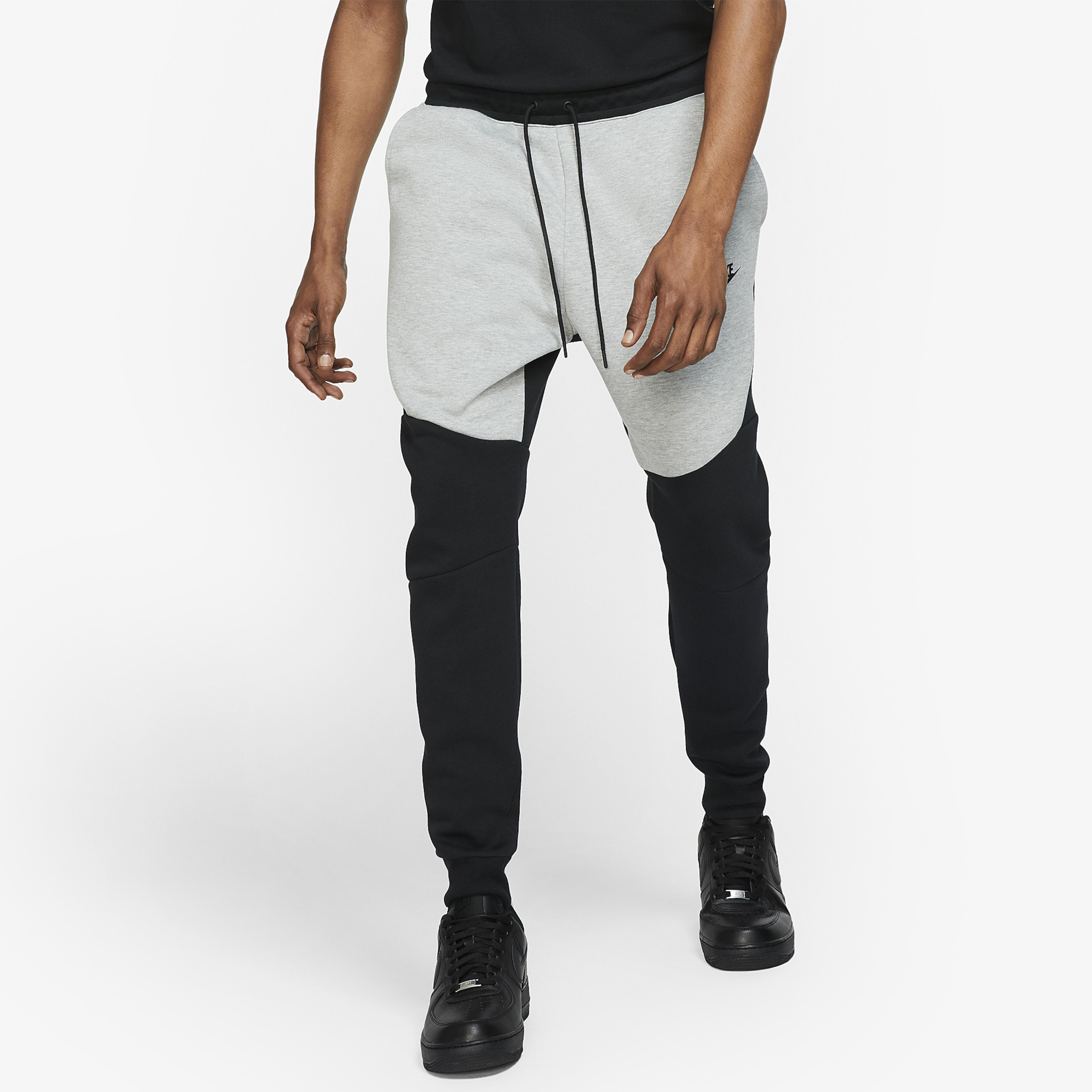 Nike Tech Fleece Joggers in Black/Dark