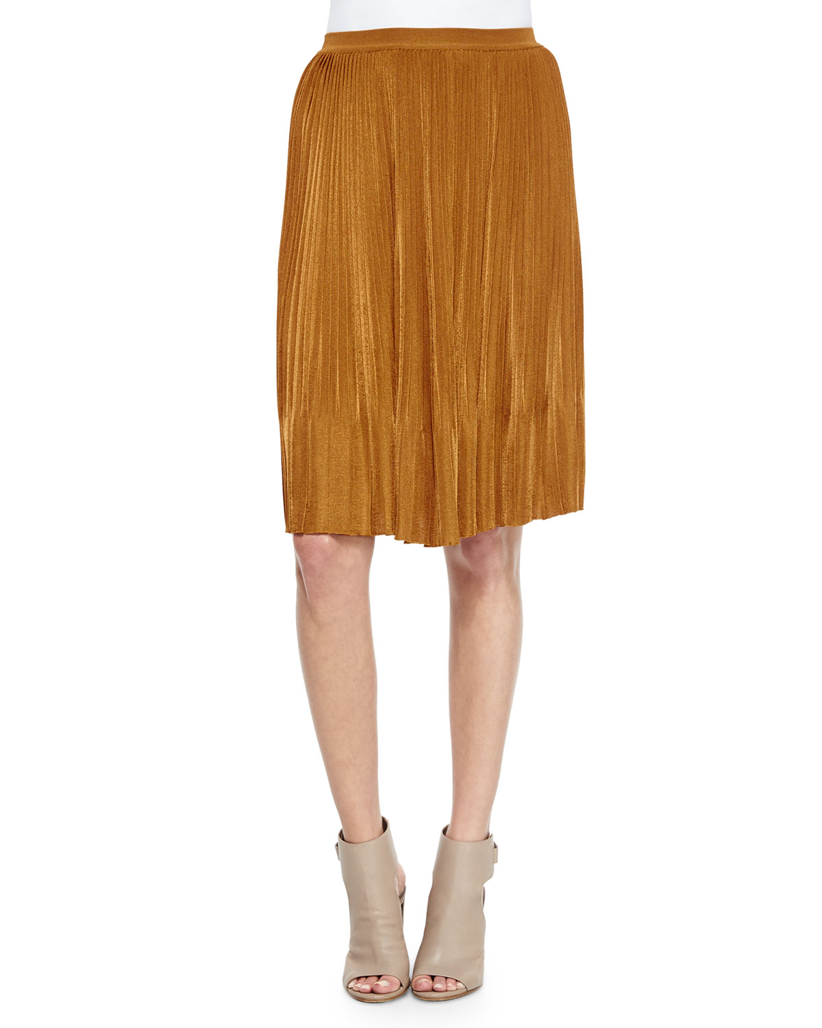 Brown straight skirt outfit