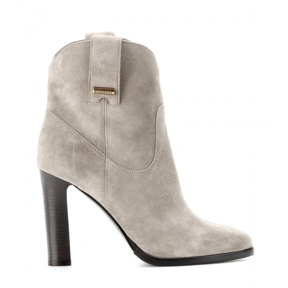 6bdeb92112f Lyst - Burberry Brit Finghin Suede Ankle Boots in Natural