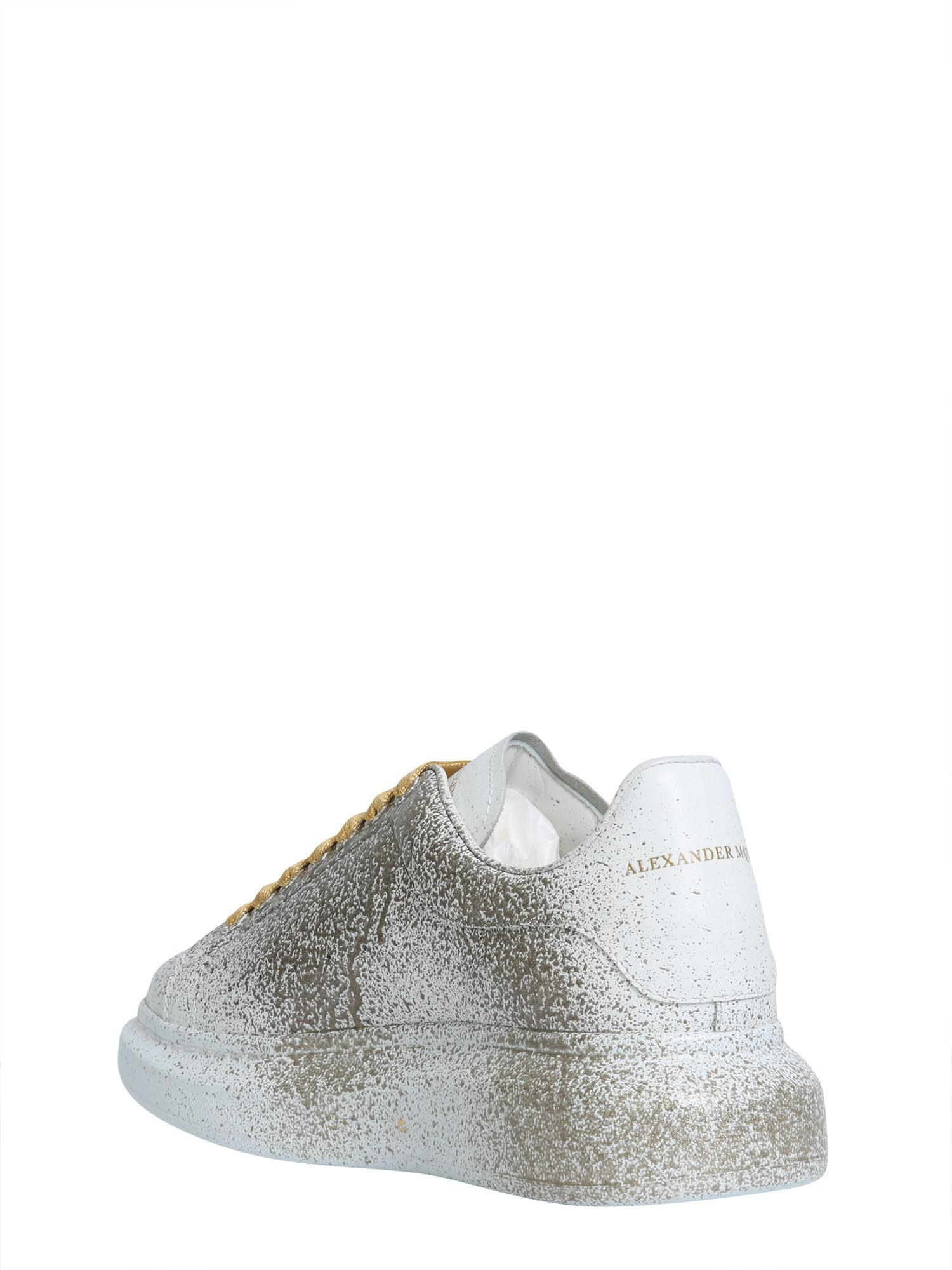 39ad54b153 Lyst - Alexander McQueen Hand-spray Painted In Gold Oversize ...