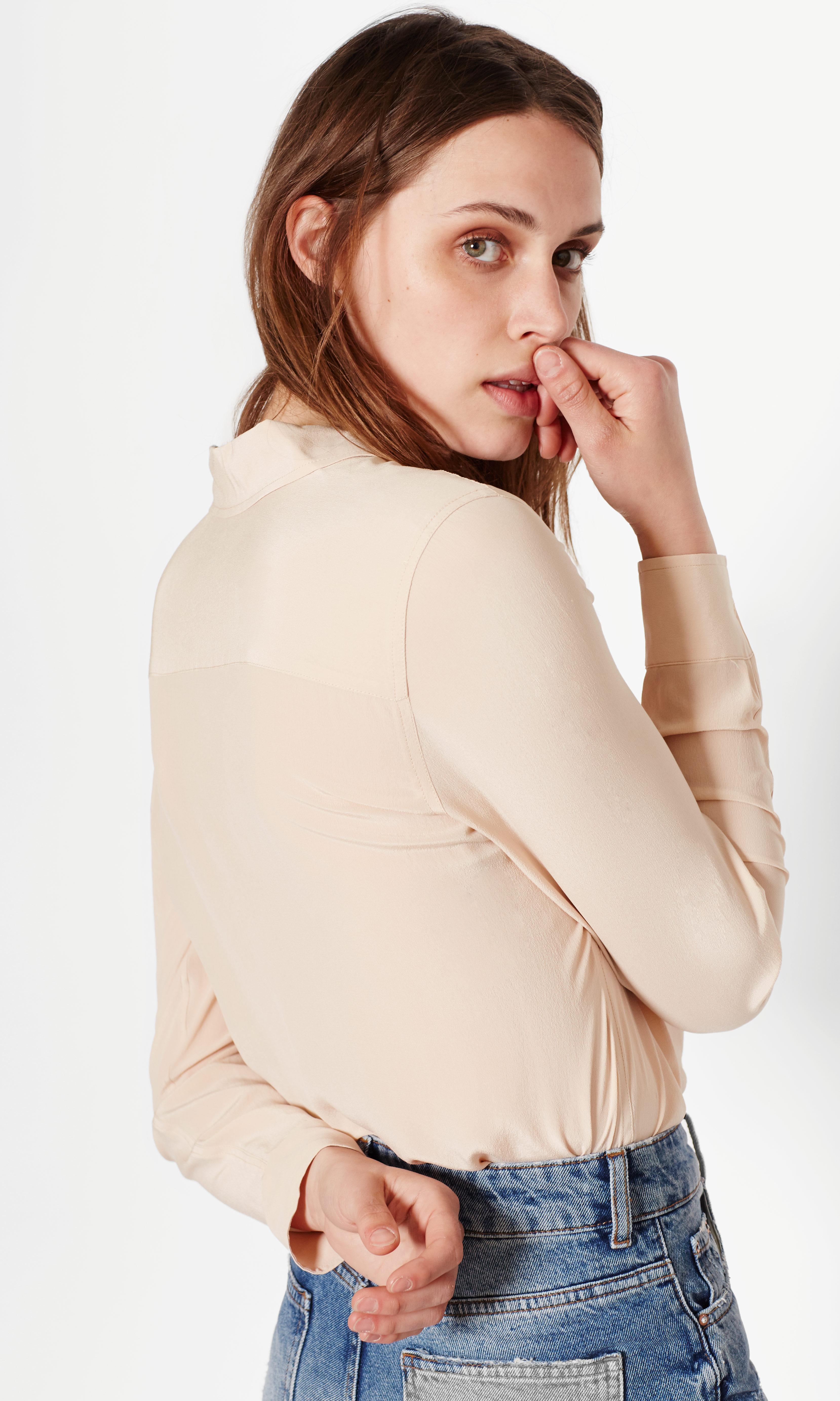 Equipment Brett Slim Fit Silk Shirt in Nude (Natural)