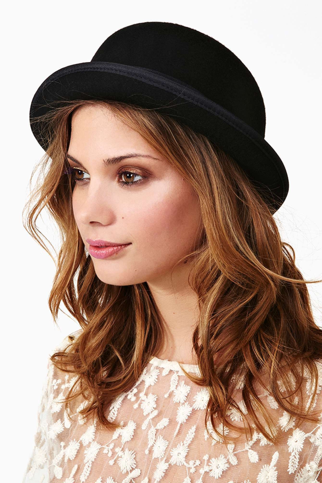 1940s Hats History - 20 Popular Women's Hat Styles Ladies fashion bowler hat