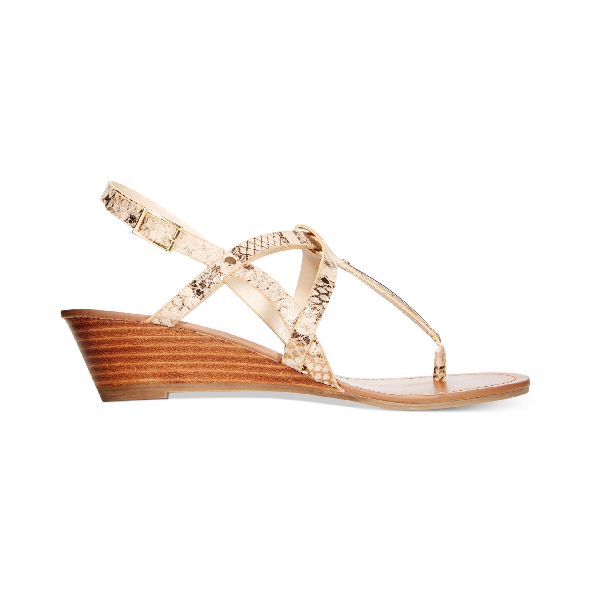 steve madden womens flirting demi wedge sandals in gold