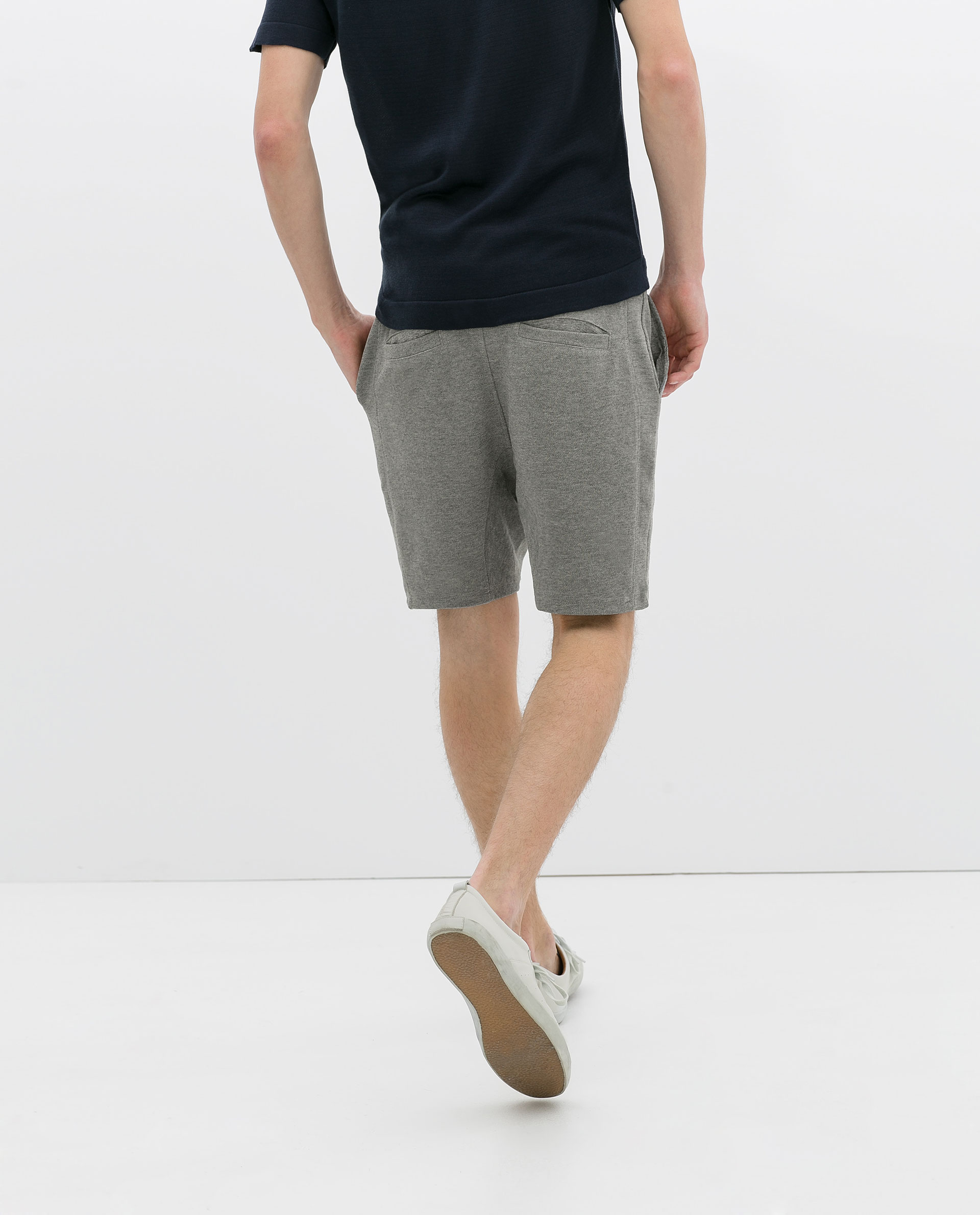 Buy second-hand ZARA clothing for Men on Vestiaire Collective. Buy, sell, empty your wardrobe on our website.