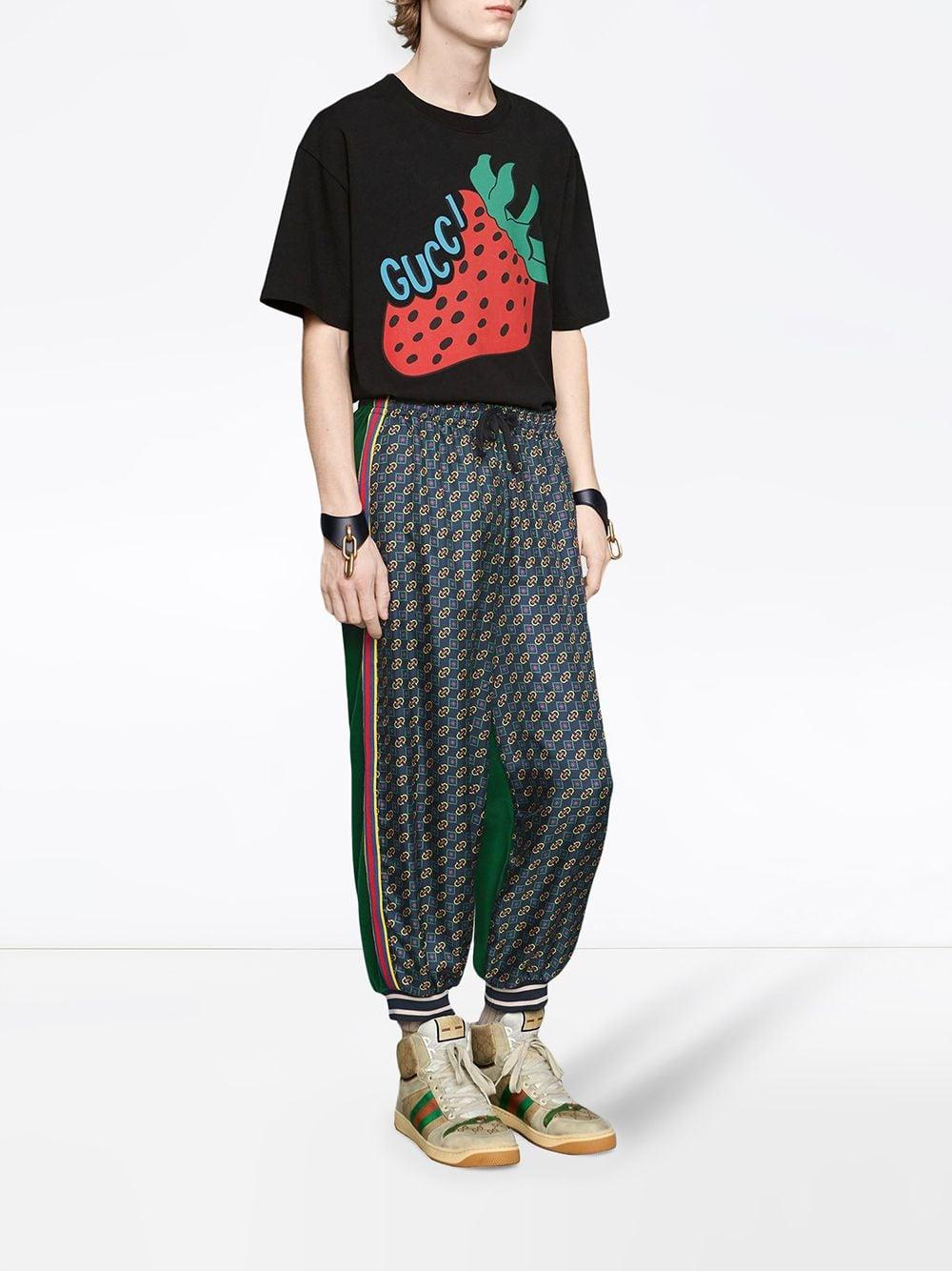 d73eafde130 Gucci T-shirt With Strawberry Print in Black for Men - Save 13% - Lyst