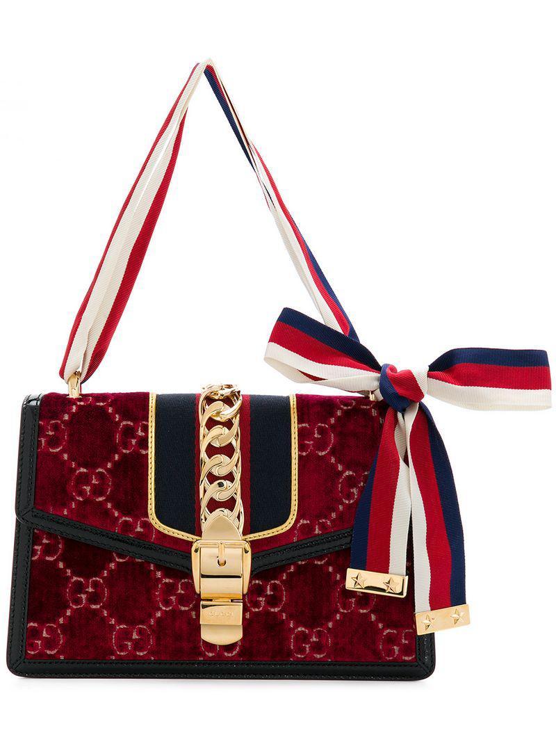 b7ca7f908 Gucci. Bolso de hombro Sylvie GG pequeño de mujer de color rojo