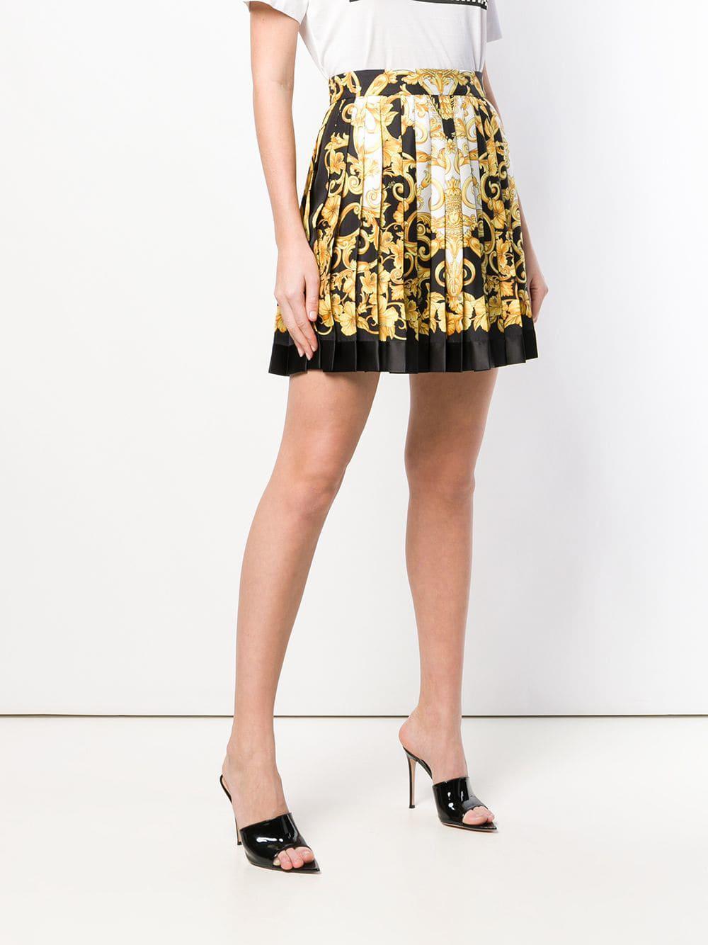 Falda corta con estampado barroco y pliegues Versace de color Amarillo