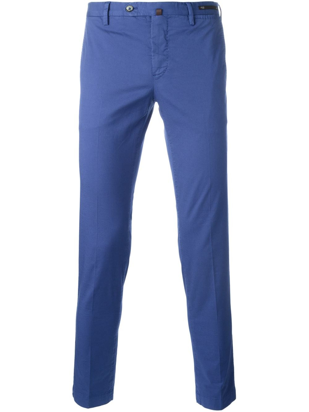 What to Wear with Blue Chinos. Just like jeans, blue chinos have a strong versatility, meaning they can be teamed up with a number of different looks. Blue chinos are also a key item in men's summer fashion. If you're wondering what t o wear with navy chinos, as well as brighter, more vibrant ones, w e'll go through a few outfits to suit any style.