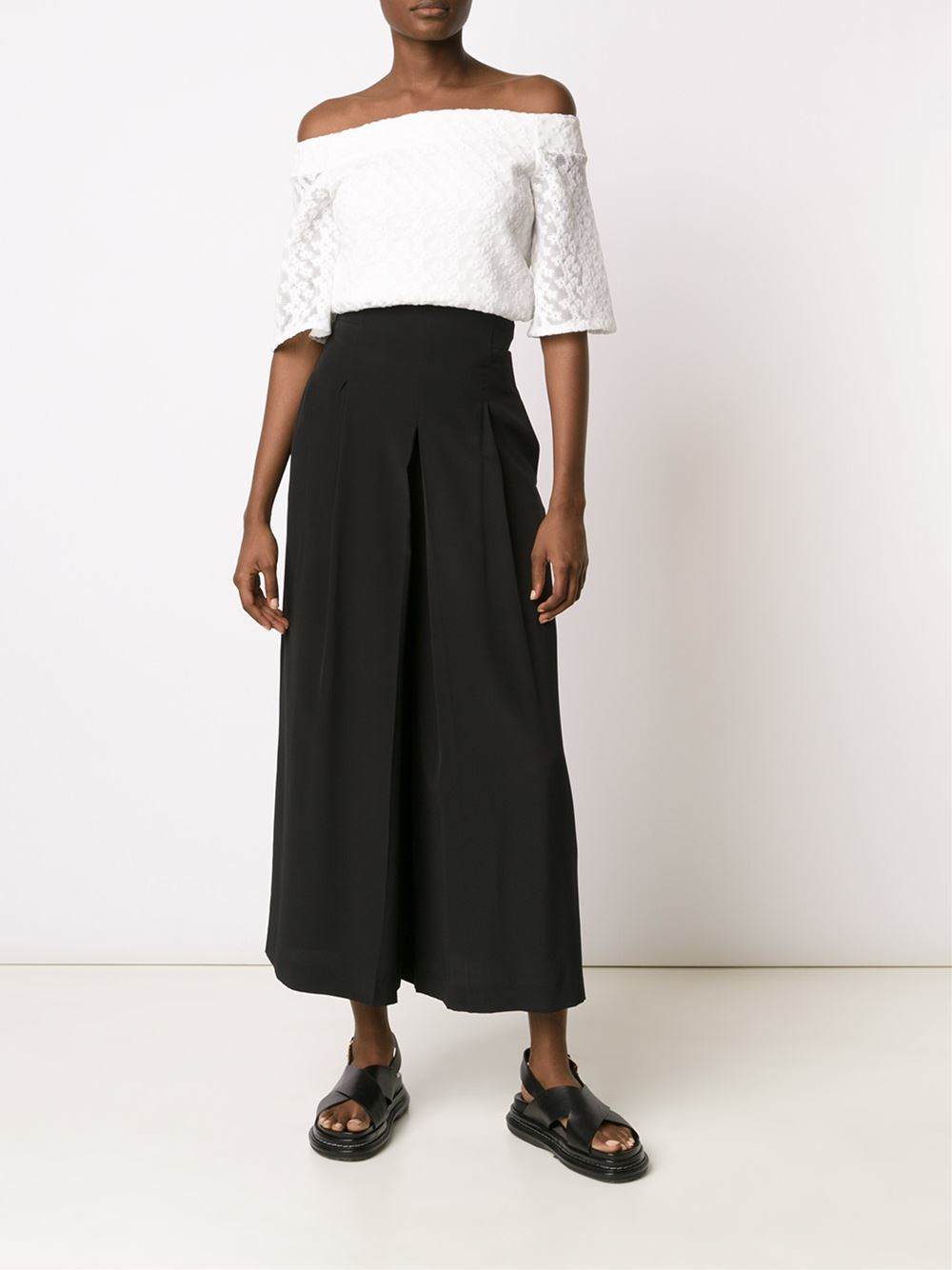 Find your perfect fit with ANN TAYLOR's flattering women's cropped pants. The Crop is timless, streamlined and structured for all occasion from day to night.
