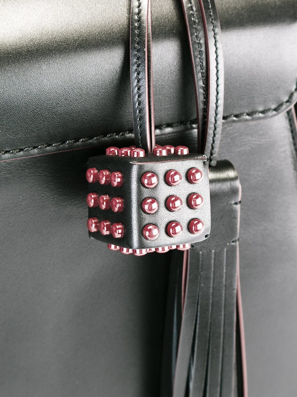 Tod's Leather Clasp Closure Tote Bag in Black