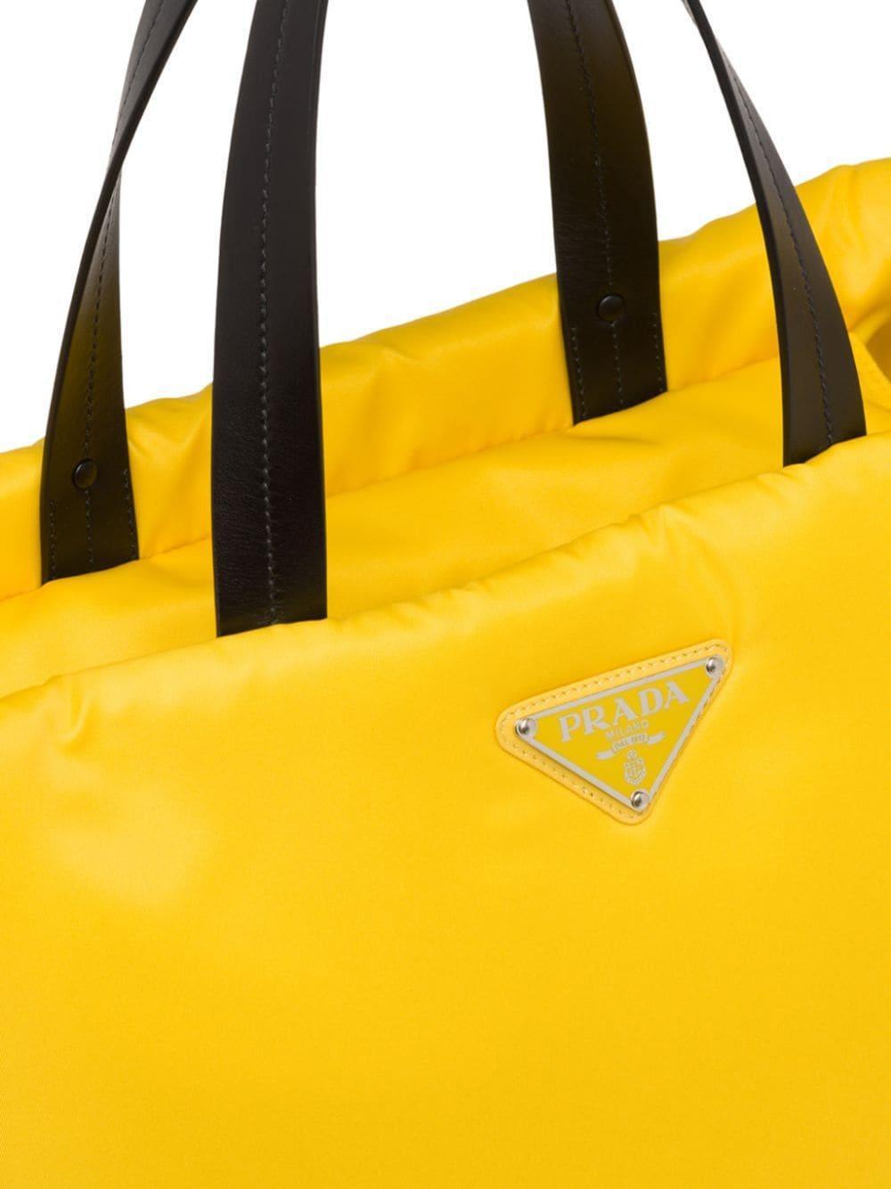 Sac cabas médium à design matelassé Synthétique Prada en coloris Jaune