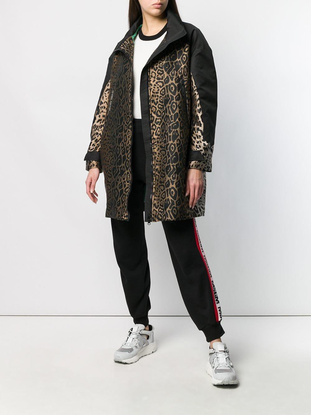 Manteau à motif léopard en brocard Synthétique Pinko en coloris Noir EJRIU