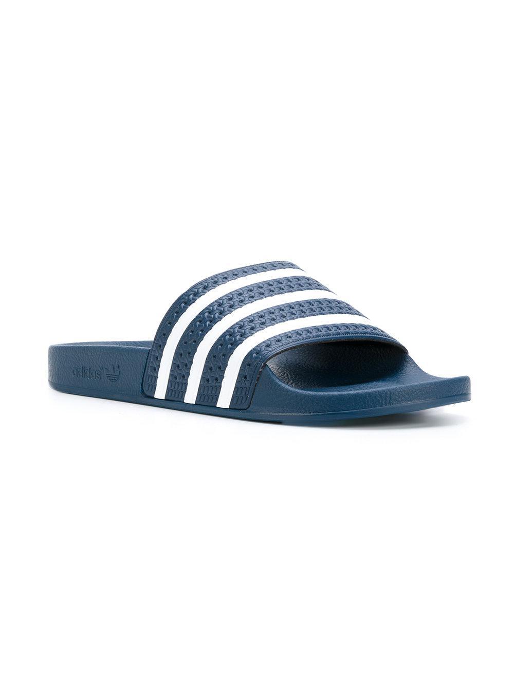cheap for discount be1df 308d1 Lyst - Claquettes Adilette adidas pour homme en coloris Bleu