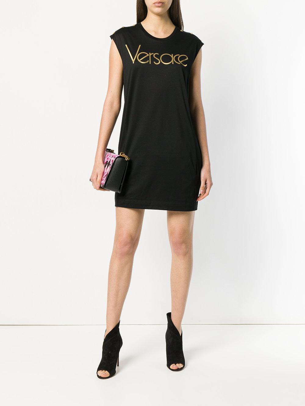 Vestido estilo camiseta con logo Versace de Algodón de color Negro