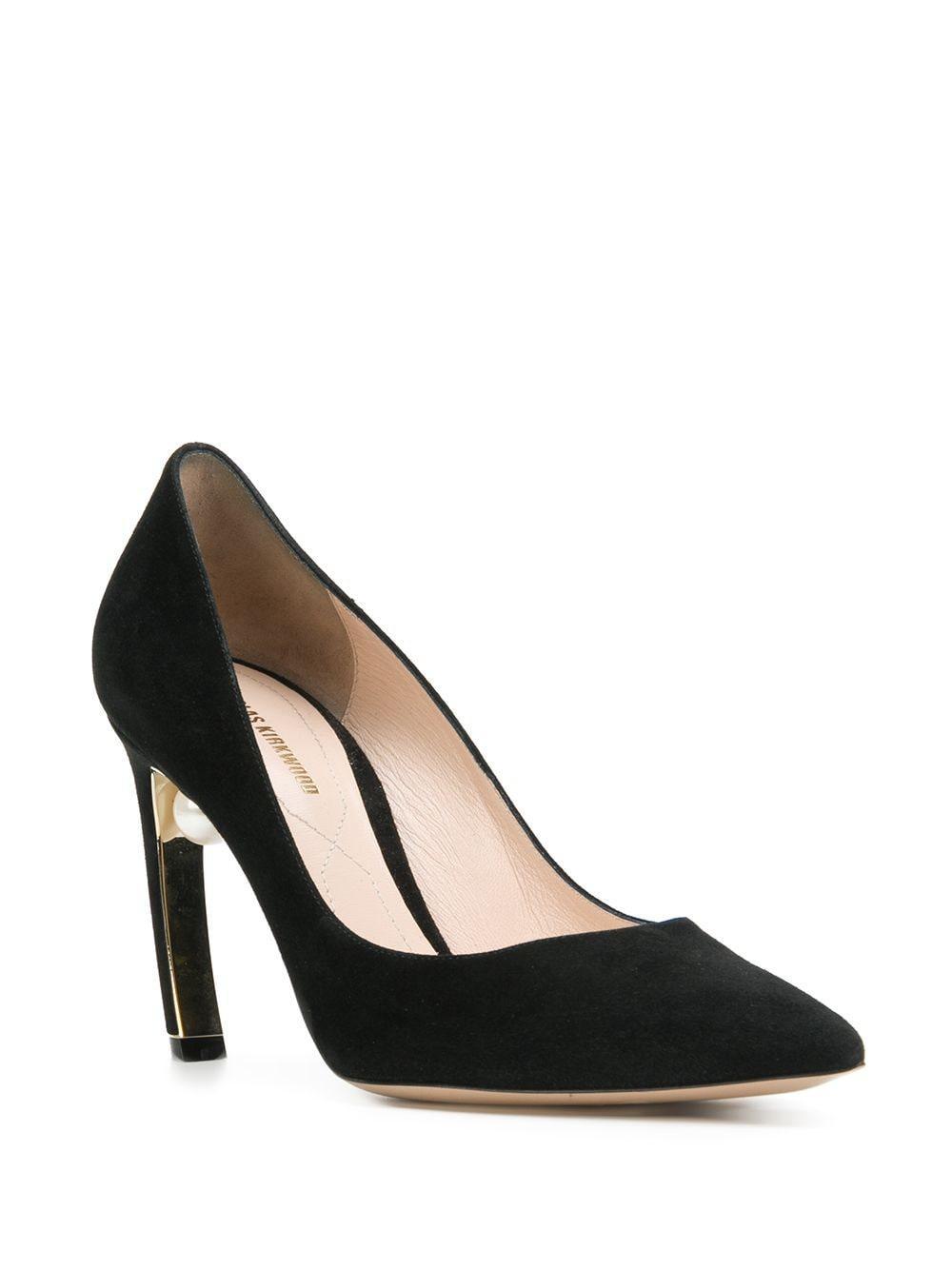Zapatos de tacón Mira con perla Nicholas Kirkwood de Ante de color Negro