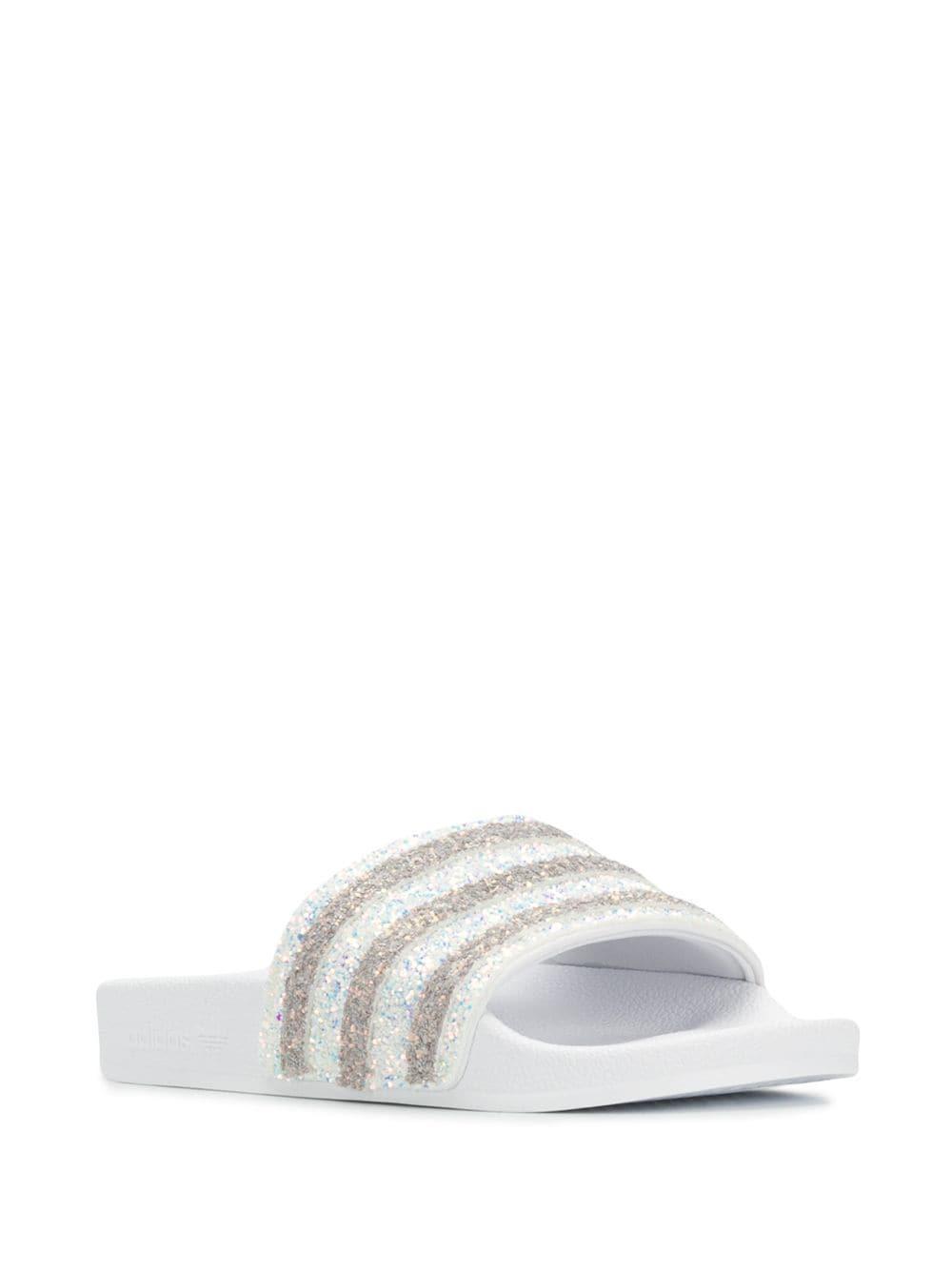 Claquettes Adilette à paillette Synthétique adidas en coloris Blanc