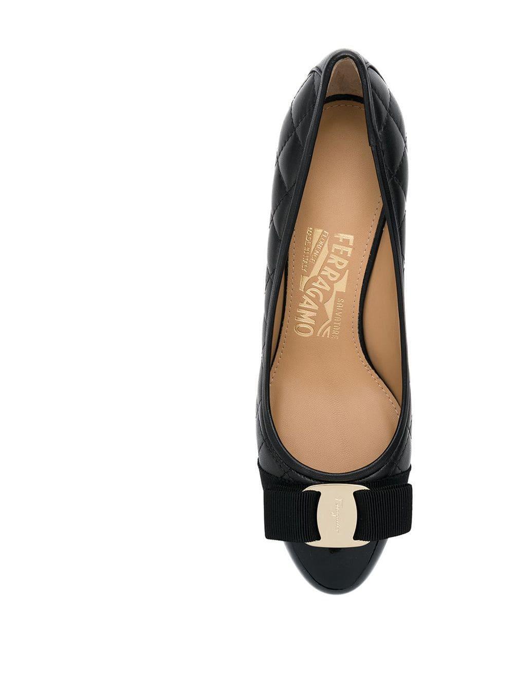 Zapatos de tacón con purpurina y lazo Ferragamo de Cuero de color Negro