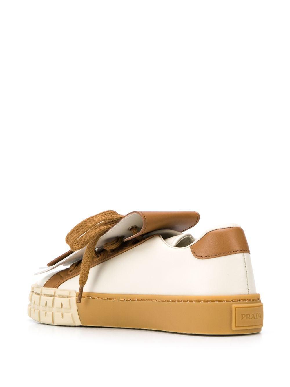 Zapatillas bajas con detalle de flecos Prada de color Marrón