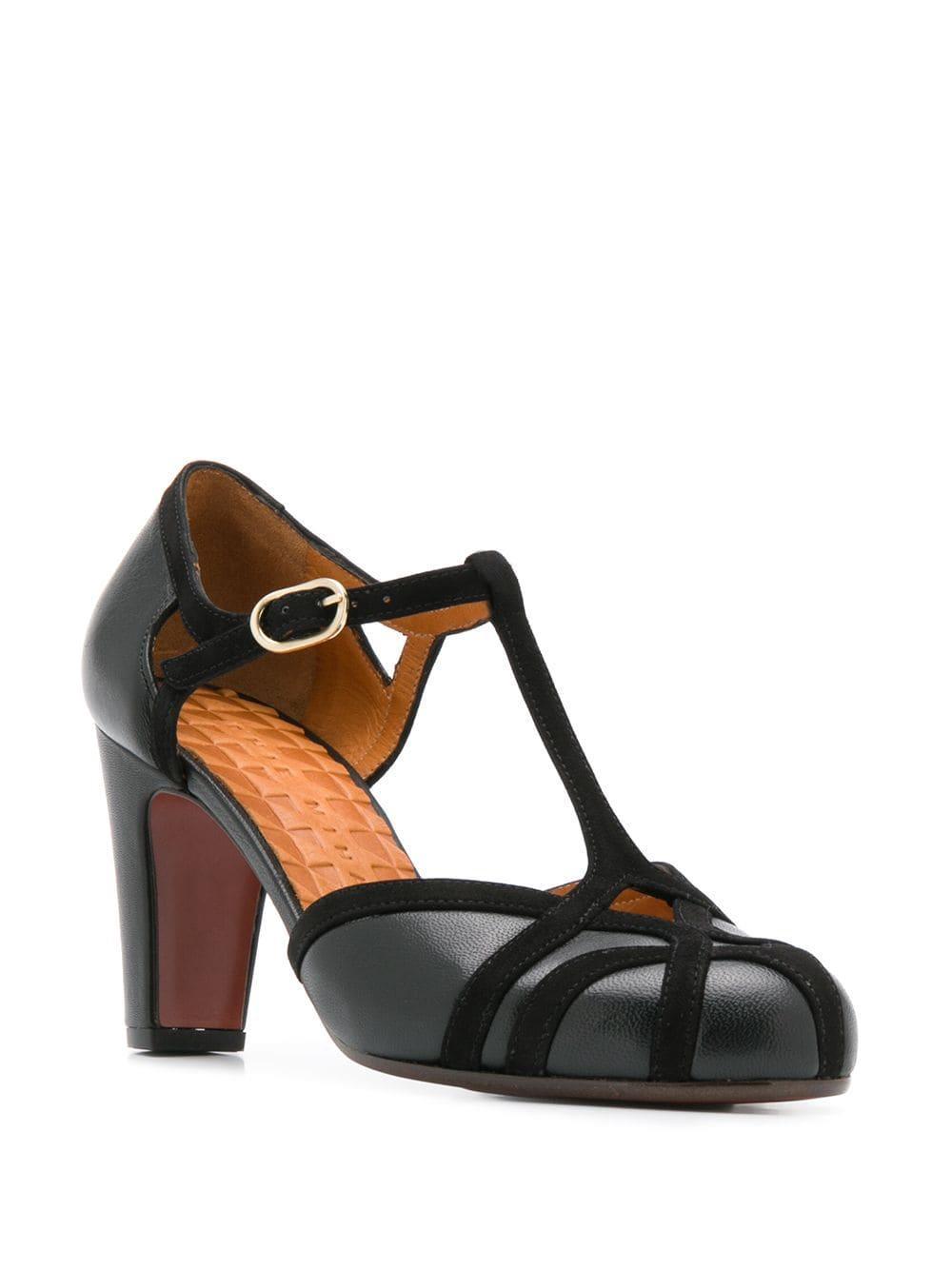 Zapatos de tacón Korea con tira en T Chie Mihara de color Negro