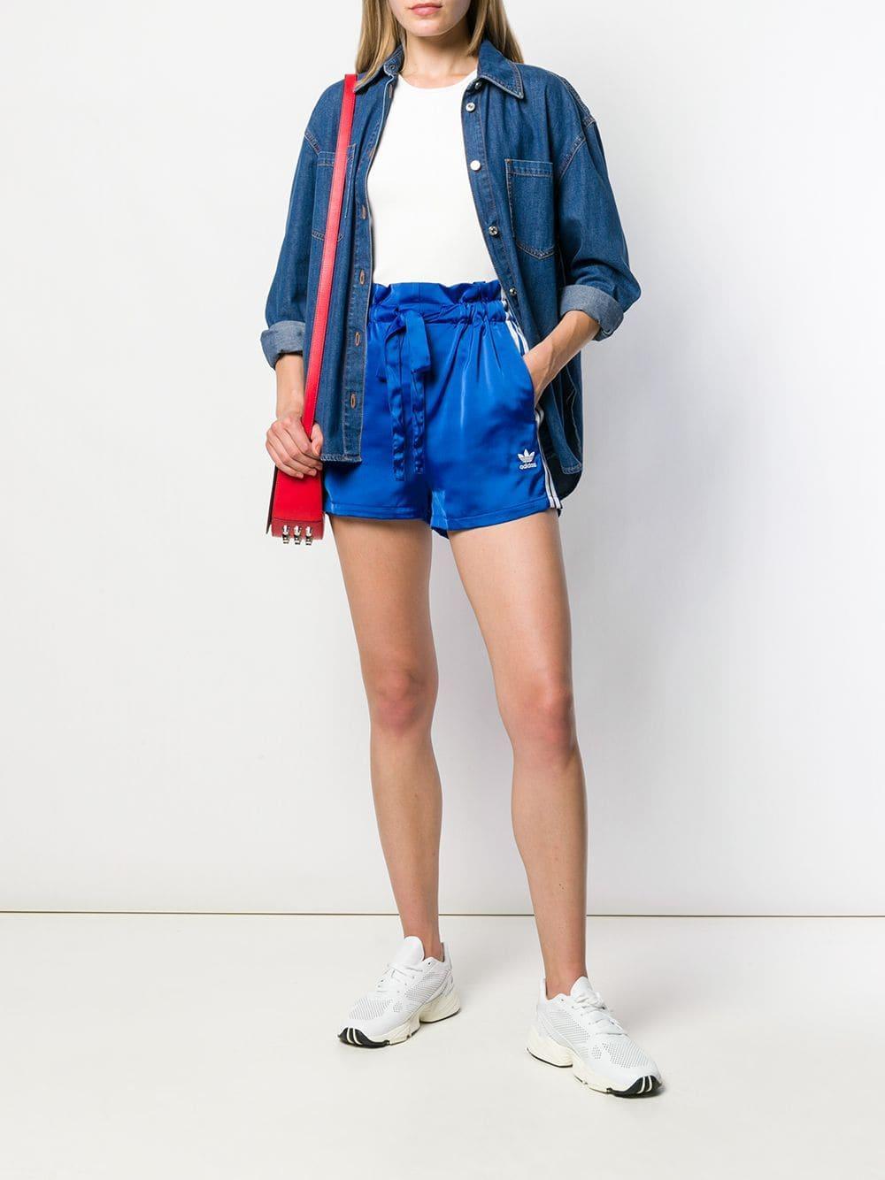 Short à logo et lien de resserrage Synthétique adidas en coloris Bleu