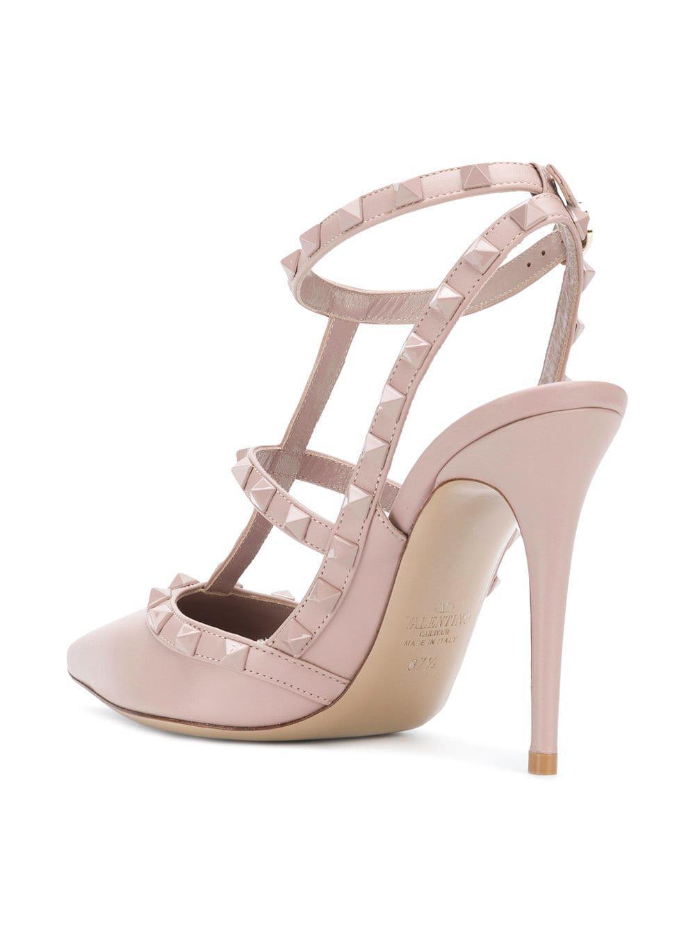 c5f352a98a1 Lyst - Valentino Garavani Rockstud Pumps in Pink