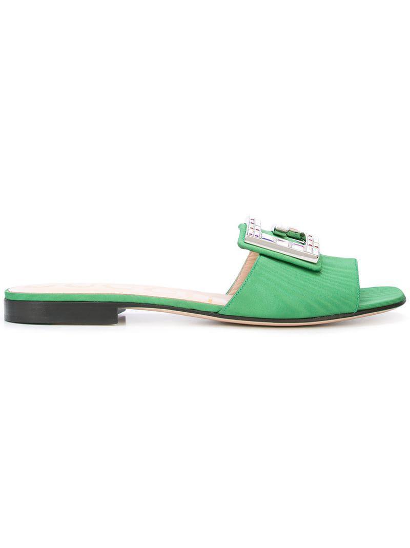 96abb71da Mules con detalles de cristal Gucci de color Verde - Lyst