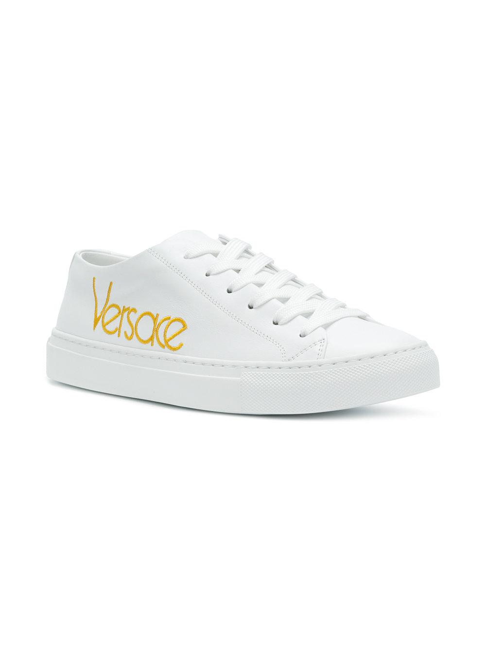 Versace Brodé Baskets Logo - Blanc EgCr95i4