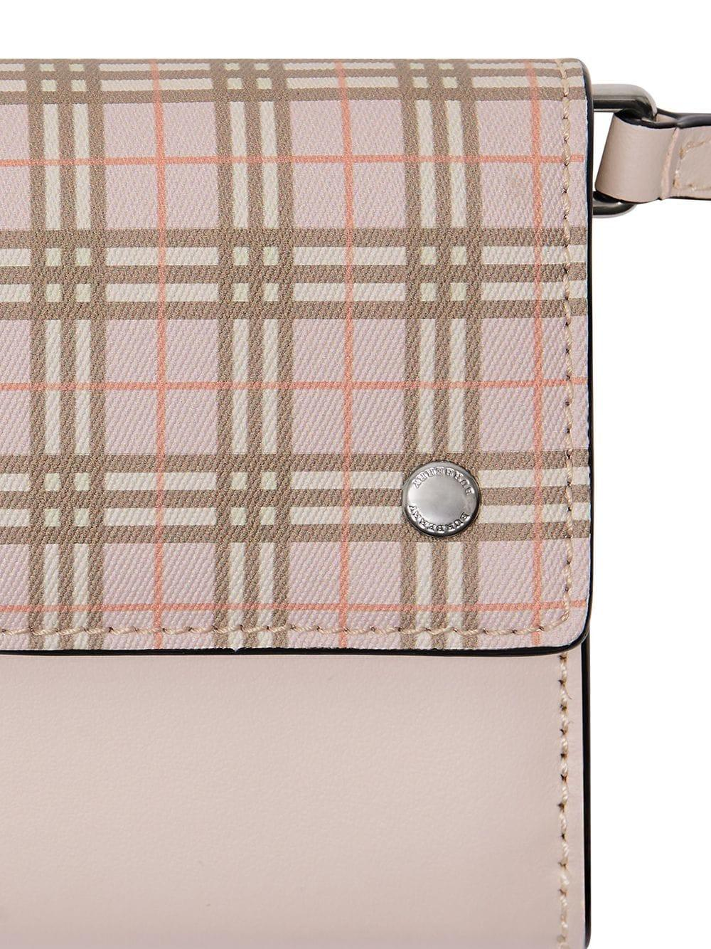 08fd8852f Burberry - Pink Cartera a cuadros pequeña con correa removible - Lyst. Ver  en pantalla completa