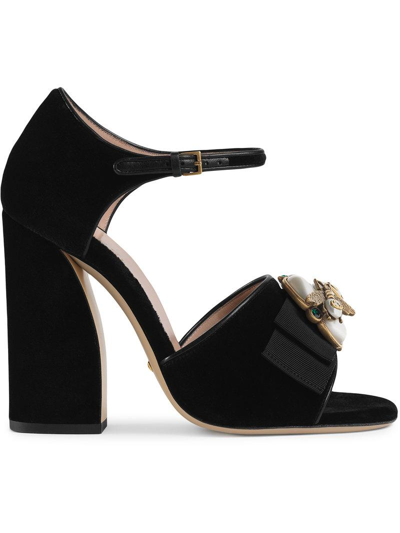 431bc374a Gucci. Sandalia de terciopelo con abeja de mujer de color negro