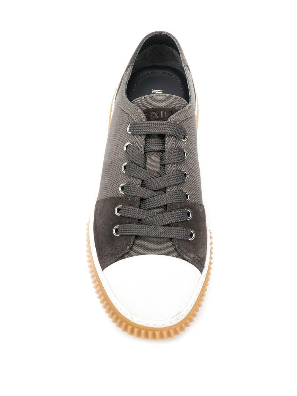 Zapatillas bajas Prada de Cuero de color Gris para hombre