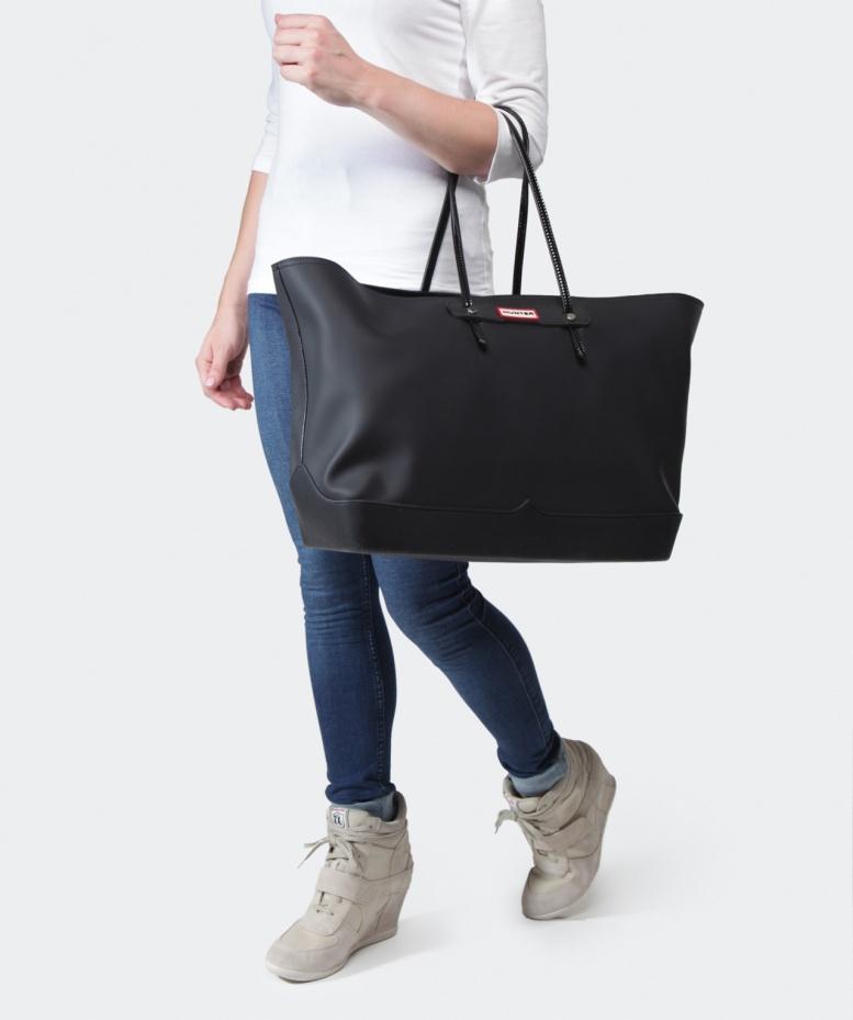 lyst hunter original rubber tote bag in black for men. Black Bedroom Furniture Sets. Home Design Ideas