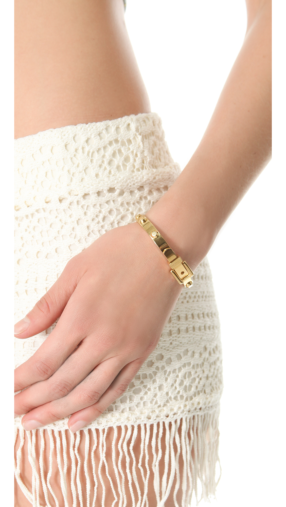 Michael Kors Astor Buckle Bangle - Gold in Metallic