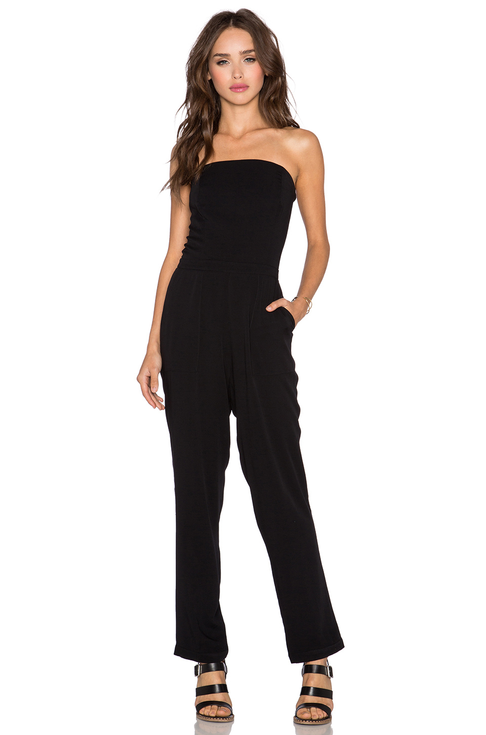 With shoulder-baring silhouette and a curve-loving bodice, this jumpsuit is an effortlessly elegant style for the dinner date or a night on the town.