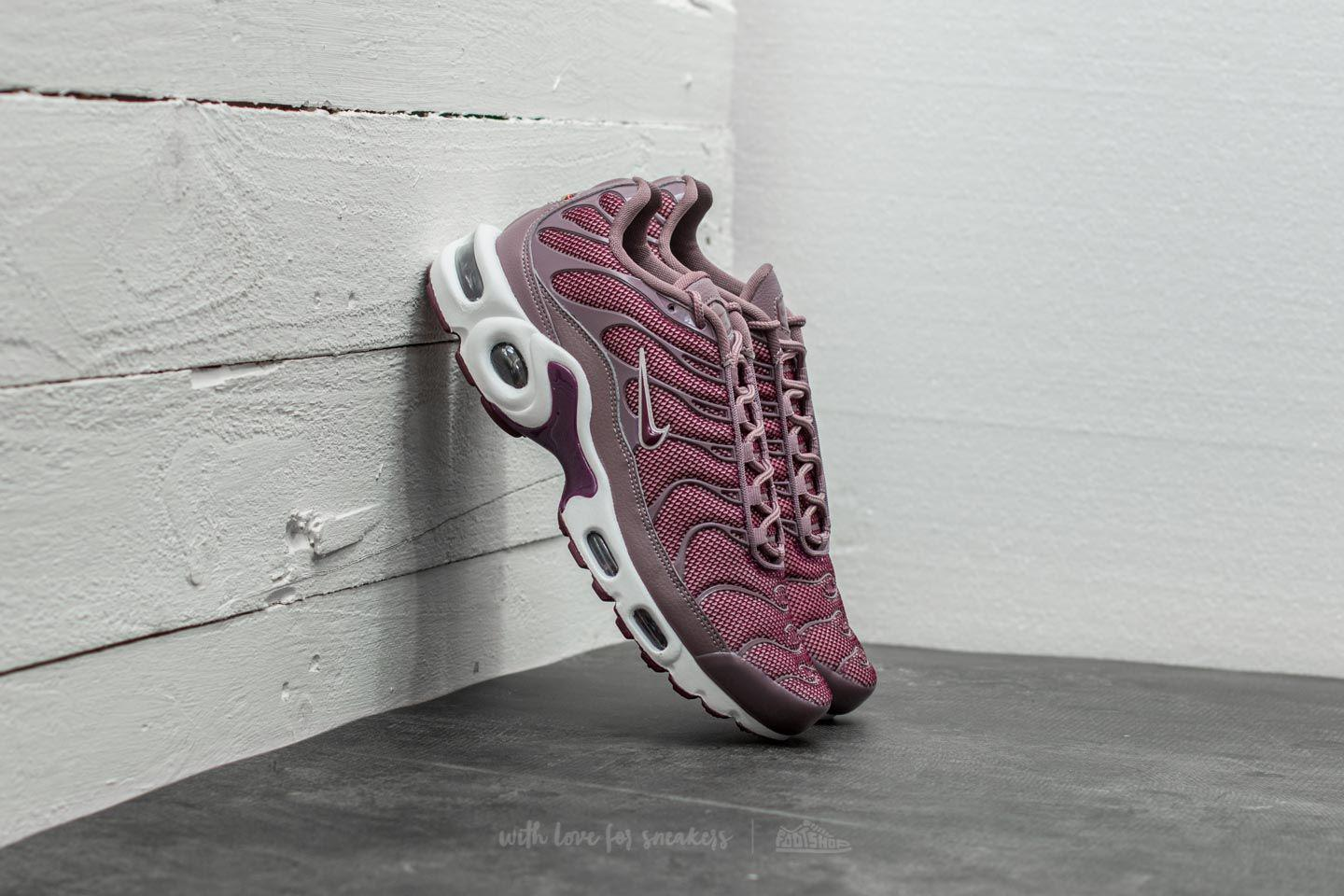 san francisco 7f7fa 159ca Women's Wmns Air Max Plus Taupe Grey/ Bordeaux-silt Red