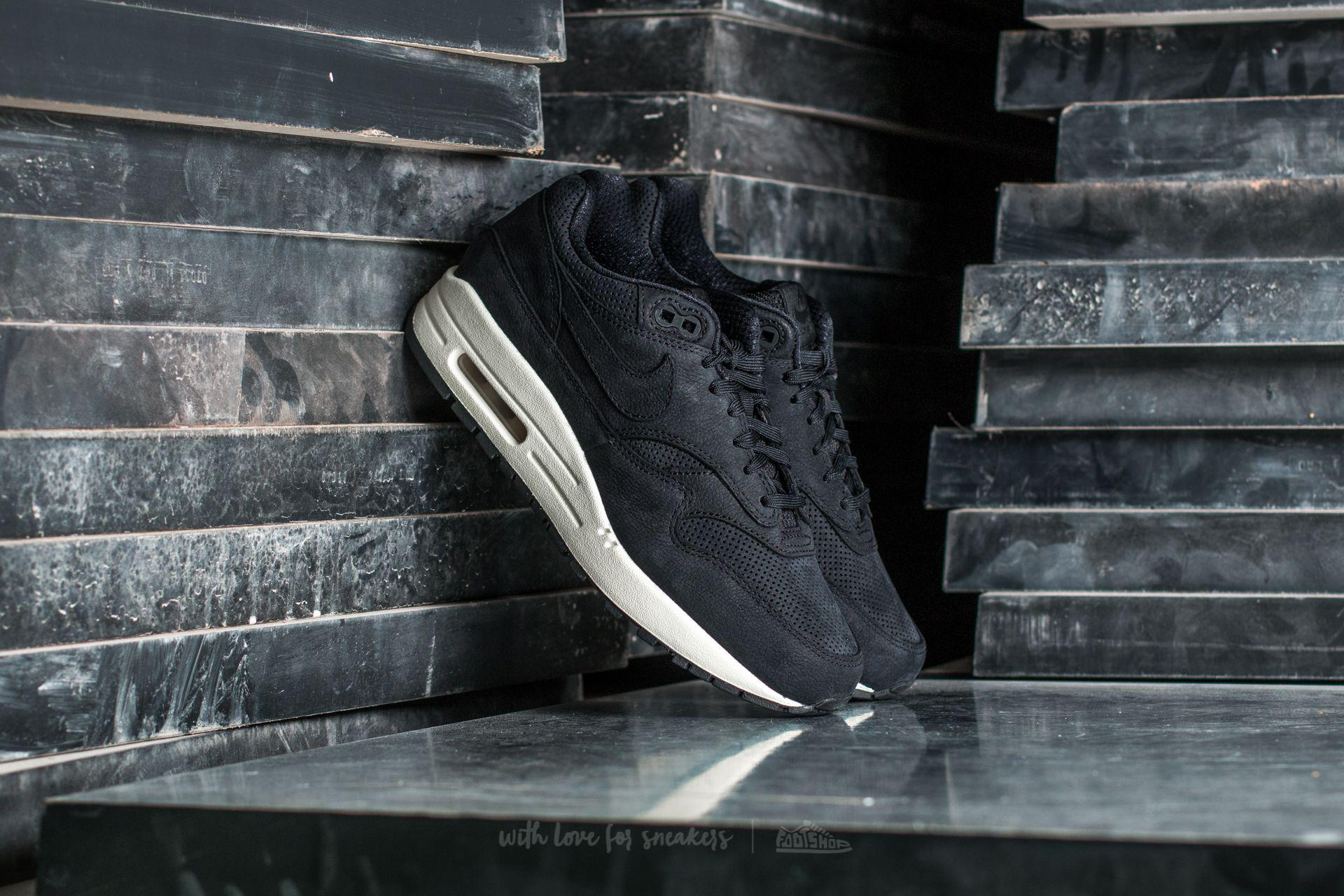 new product bc4b2 b9fc5 Gallery. Previously sold at Footshop · Womens Nike Air Max ...