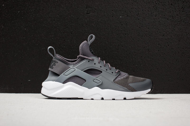 lyst nike air huarache correre ultra (gs) grigio scuro / grigio scuro in grigio.